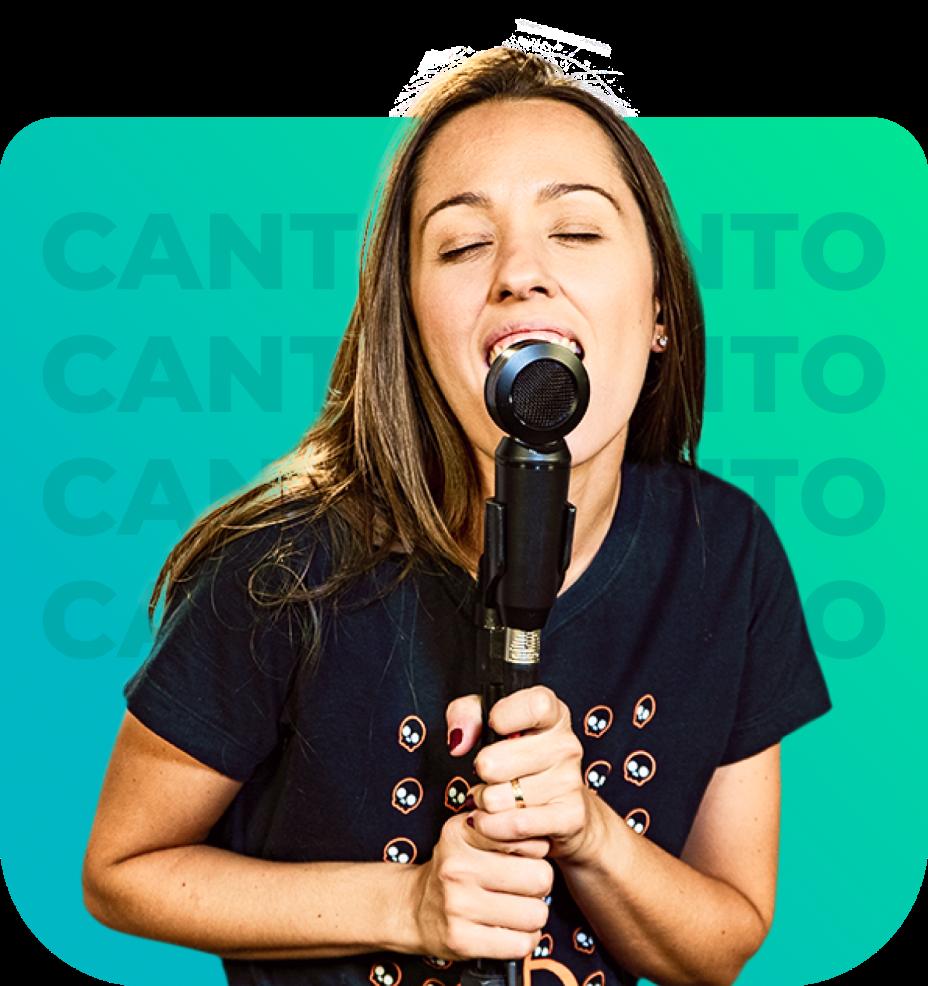 Natália Sandim é a professora de canto do Cifra Club Academy