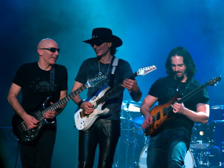 Joe Satriani, Steve Vai y John Petrucci: tres íconos del shred guitar