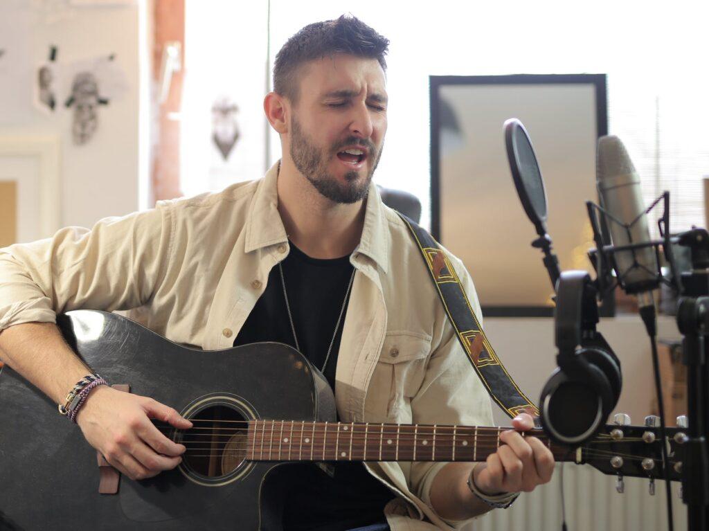 Tocar e cantar ao mesmo tempo: habilidade importante
