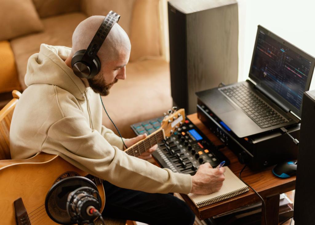 Músico faz anotações, equanto grava em home studio