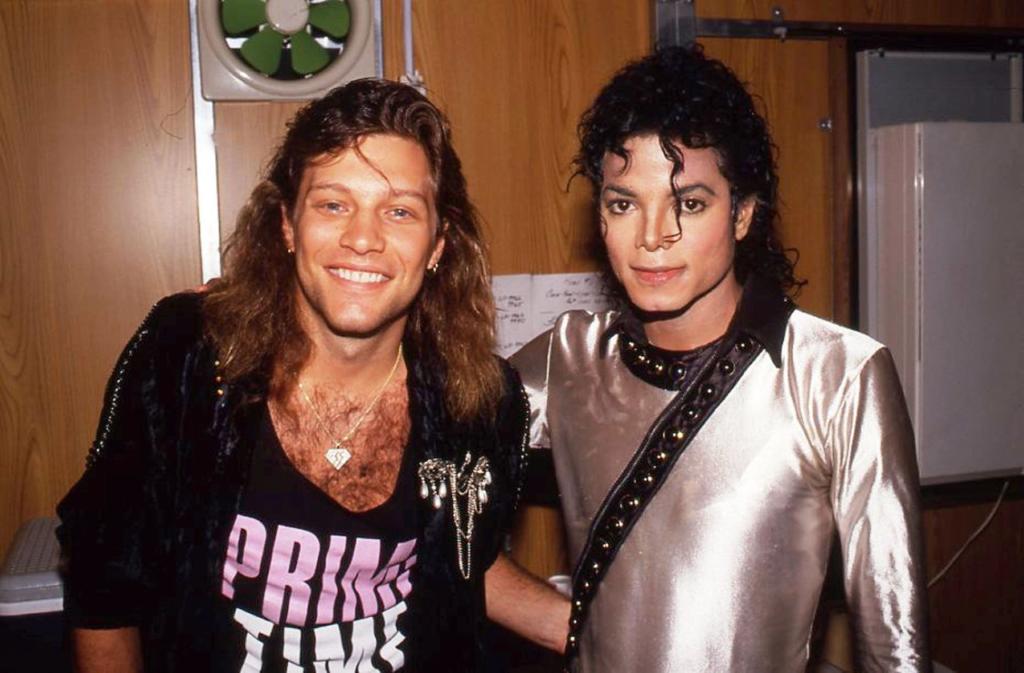 Jon Bon Jovi e Michael Jackson: dois artistas que fizeram muitas músicas internacionais dos anos 80