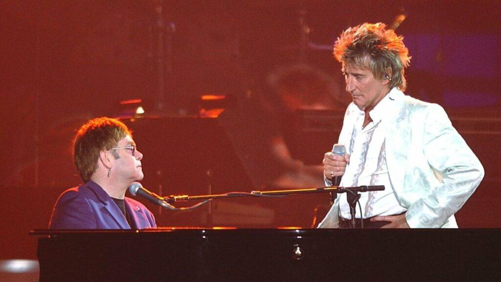 Elton John e Rod Stewart estão entre os cantores internacionais antigos mais populares