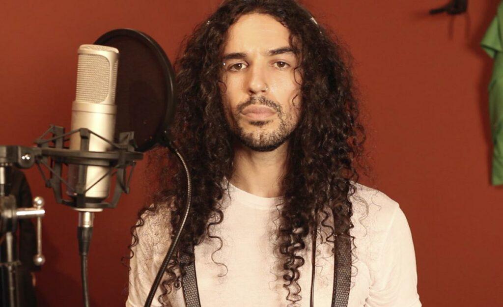 Anthony Vincent é um cantor famoso no YouTube