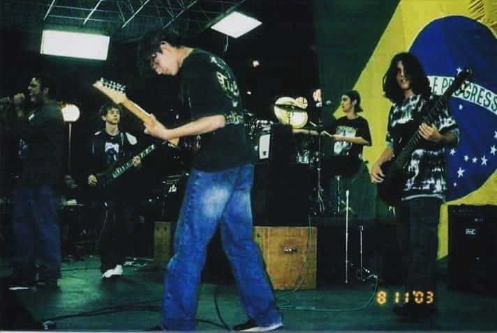 Show da banda Liserus, em 2003, uma das primeiras bandas do novo instrutor de baixo do Cifra Club