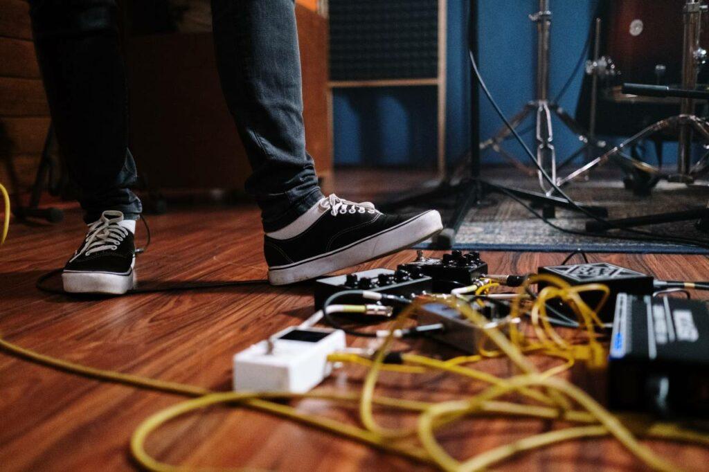 Pedais espalhados é sinal que o guitarrista não sabe como montar um set de pedais
