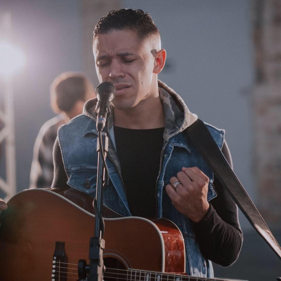 Leandro Soares, artista da música gospel contemporânea brasileira