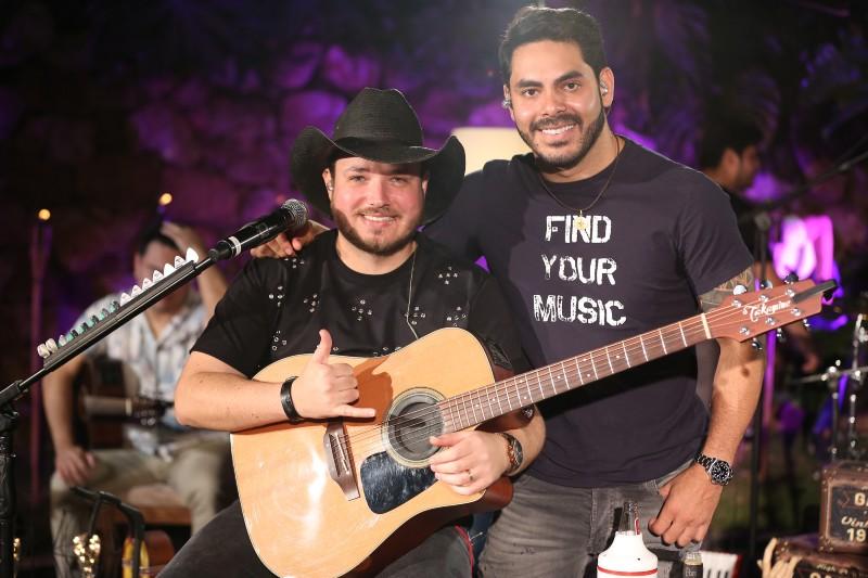 Músicas de Israel e Rodolffo são perfeitas para tocar no violão