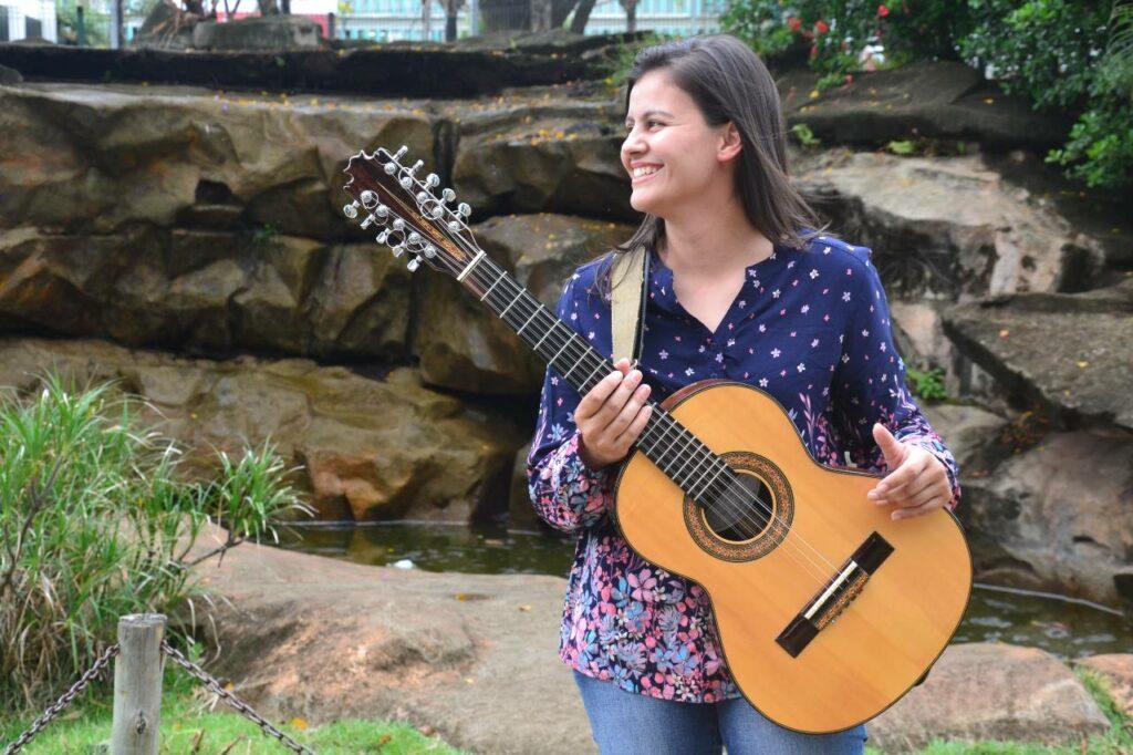 Jéssica Soares representa Minas Gerais na lista dos novos violeiros do Brasil