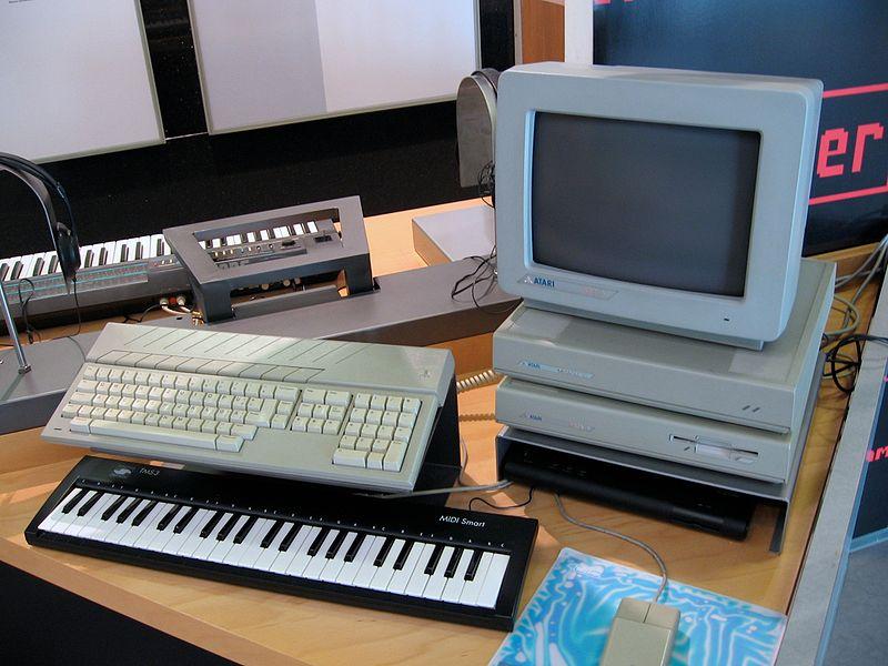 Teclado MIDI e computador dos anos 80, equipamentos pioneiros da tecnologia MIDI e instrumentos virtuais