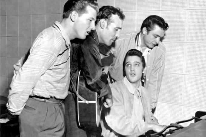 Em 1956, Jerry Lee Lewis, Carl Perkins, Elvis Presley e Johnny Cash em 1956 gravaram música gospel