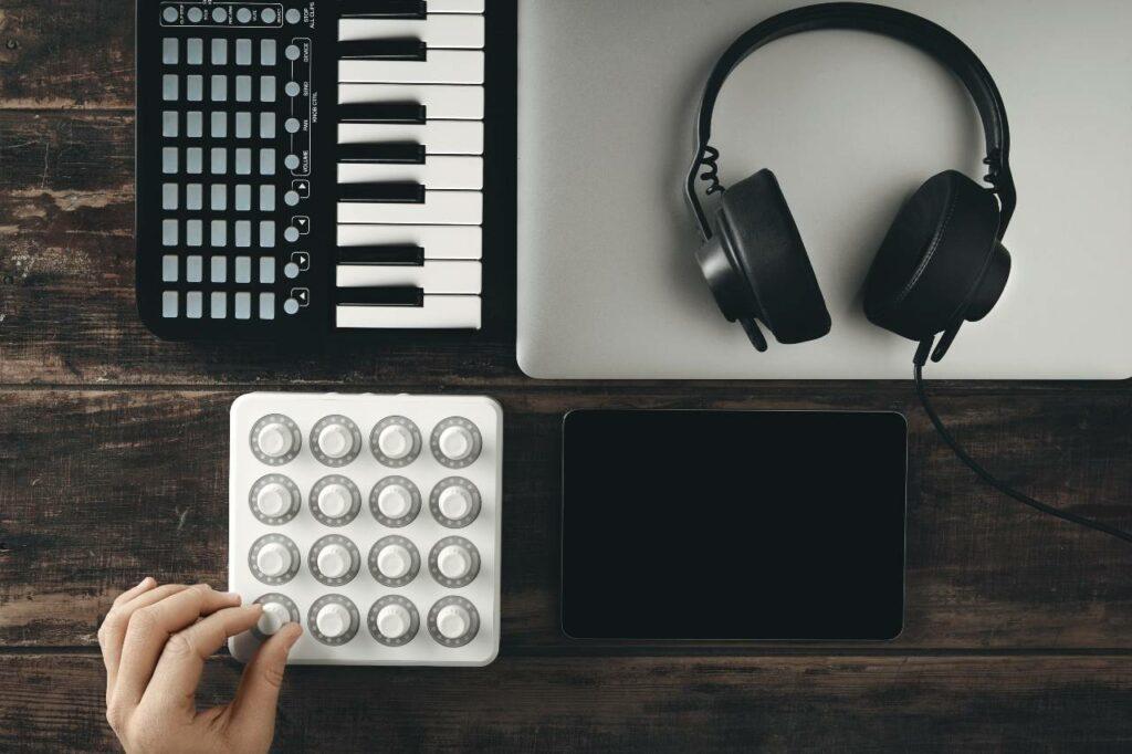 MIDI Surface Controllers, equipamento essencial para a tecnologia MIDI e instrumentos virtuais