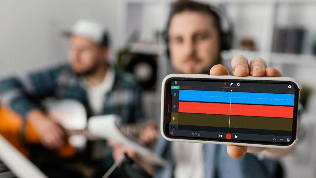 Música mostra telefone com aplicativo Bandlab, tecnologia ideal para produzir música no celular