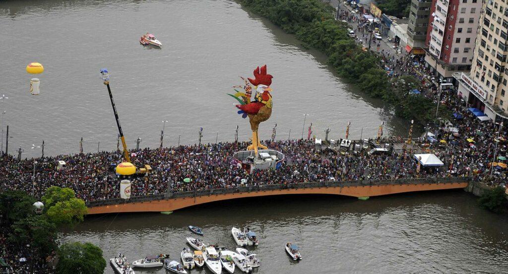 Galo da Madrugada também é parte do Dia do Frevo