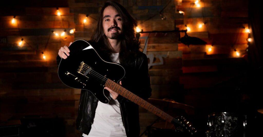 Mateus Asato está entre os melhores guitarristas brasileiros da atualidade