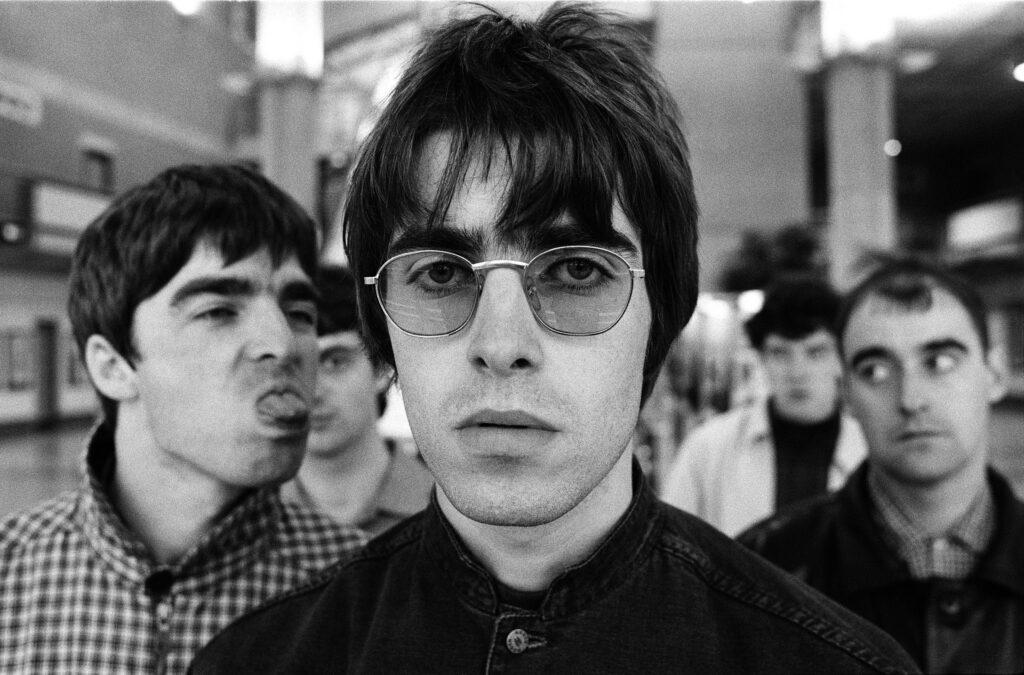 Oasis fez uma das melhores cifras de músicas para homenagear irmãos