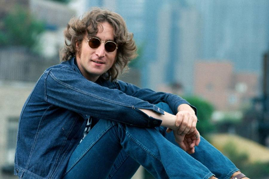 John Lennon em sua cássica foto na cidade de Nova Iorque