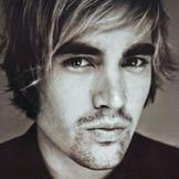 Imagem do artista Charlie Simpson