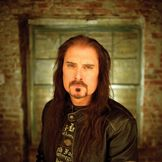 Imagem do artista James LaBrie