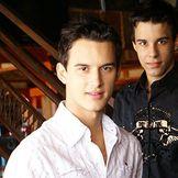 Imagem do artista Clayton e Romário