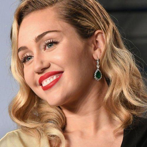 PARTY IN THE USA - Miley Cyrus (acordes para guitarra acústica y ...