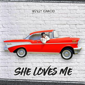 Foto da capa: She Loves Me