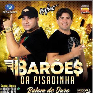 Foto da capa: OS BARÕES DA PISADINHA AO VIVO BATOM DE OURO