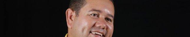 Cantor e compositor Humberto Silva