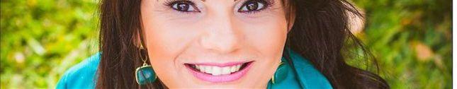 Cantora Cida Queiroz