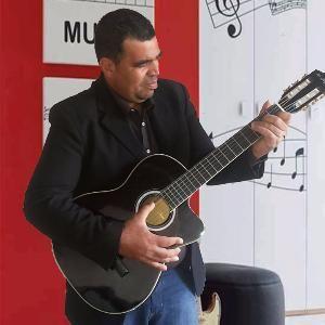 cantor adriano grejo