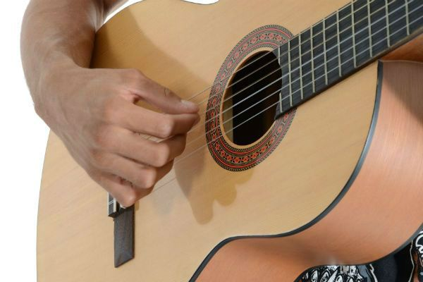 Guitarra con cuerdas de nylon