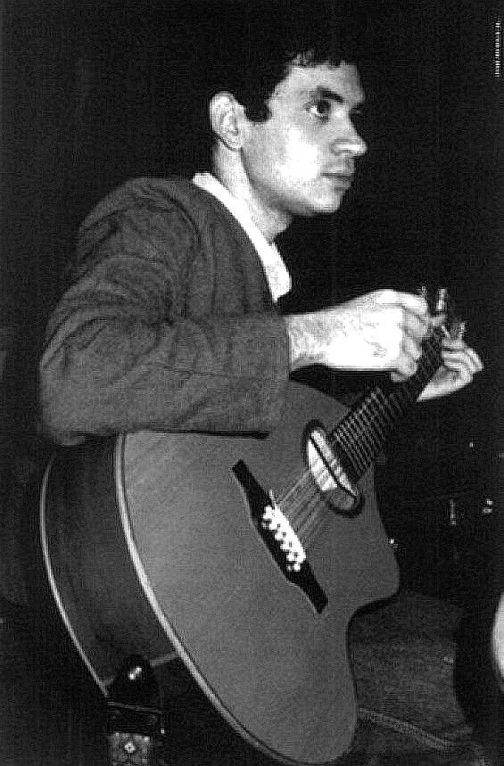 Renato Russo e seu violão de 12 cordas, o Trovador Solitário