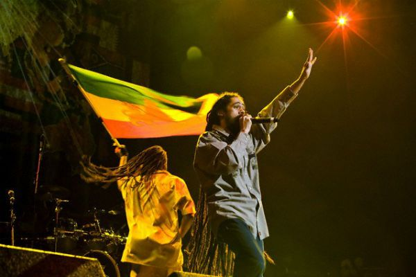Artistas jamaicanos defendem as cores do reggae