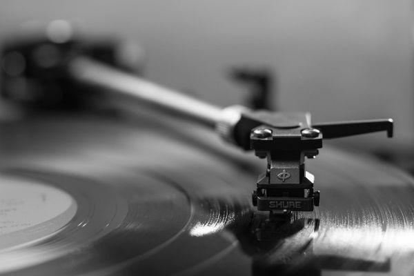 Uma agulha Shure garante melhor qualidade na audição de um disco de vinil
