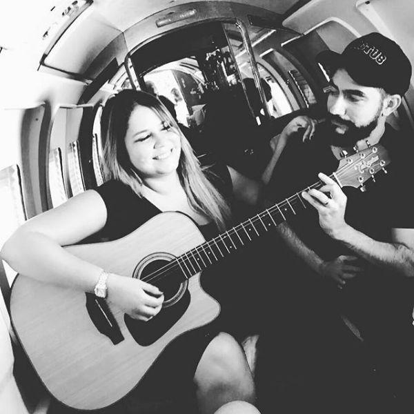 Marília Mendonça e Juliano Tchula, num momento descontraído