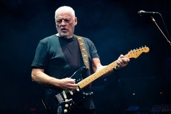 David Gilmour e a icônica guitarra Black Strat