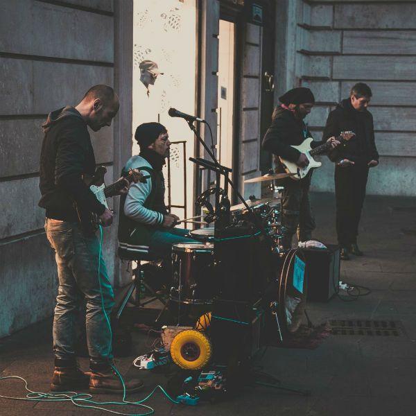 Tocar en una banda significa ensayar juntos para tener un mejor desempeño