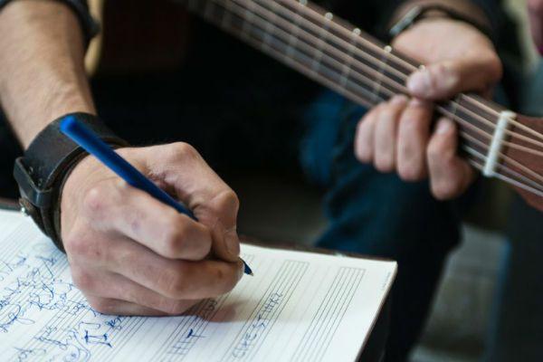 Escrever música tem relação total com percepção musical