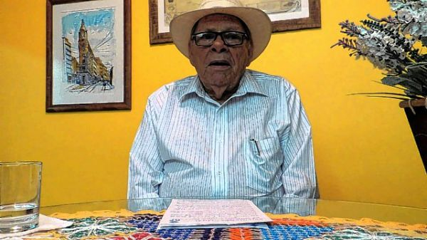 Benedito Seviéro é o autor da letra da música Boate Azul
