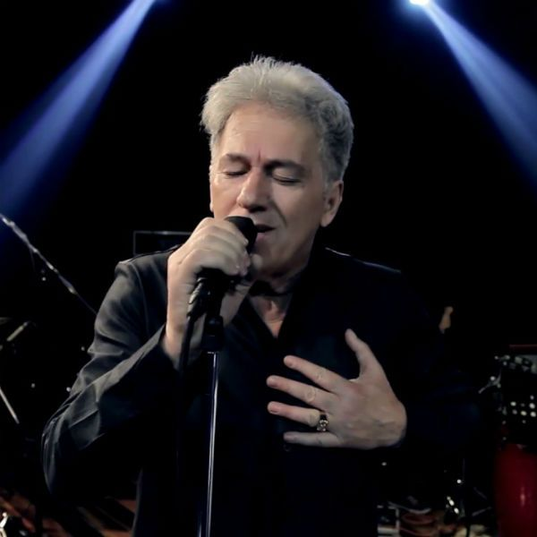Cantor J. Neto, durante live, em 2020
