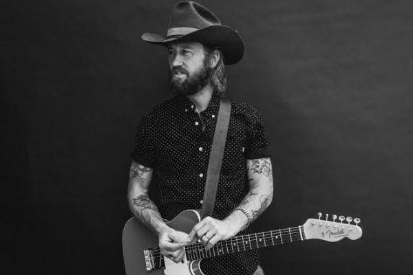 Chris Shiflett, guitarrista que toca no Foo Fighters