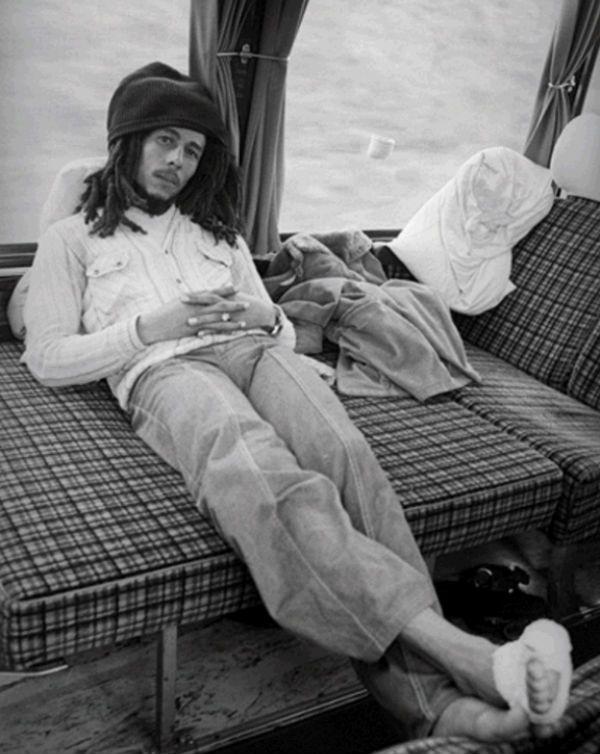 Bob Marley com o pé enfaixado. Ferida foi o ponto de descoberta do câncer