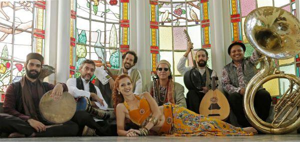 Orkestra Bandida faz world music instrumental