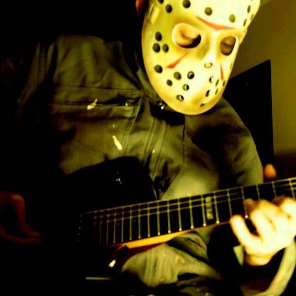 jason voorhees, do filme sexta-feira 13, toca guitarra