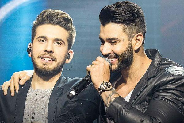 Gustavo Mioto e Gusttavo Lima cantam juntos durante gravação de DVD