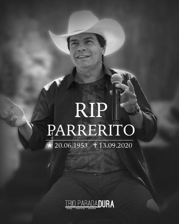 Imagem em preto e branco divulga a morte do cantor sertanejo Parrerito, a principal voz do Trio Parada Dura