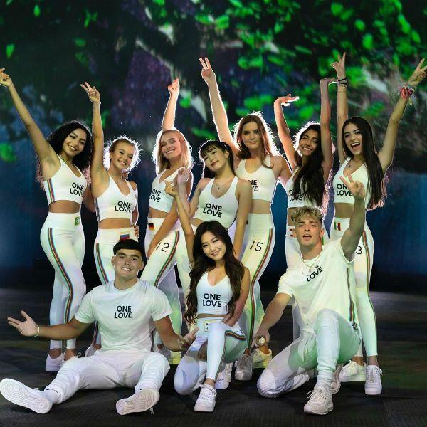 Membros da nova formação do grupo global Now United gravam o clipe do single One Love