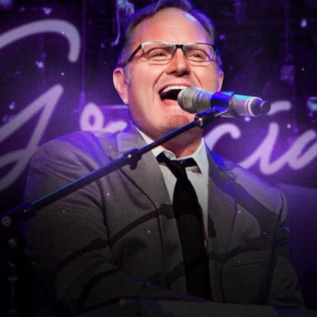 En la imagen el cantante Marcos Witt se presenta en vivo