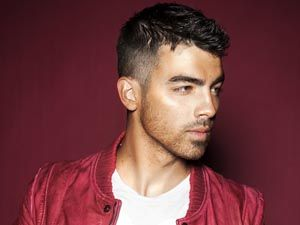 Joe Jonas se prepara para lançar seu primeiro álbum solo
