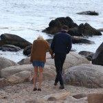 Os dois foram embora juntos da praia (e de mãos dadas)