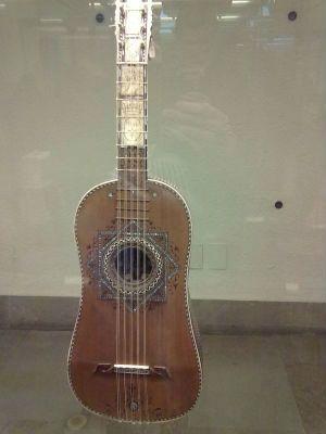 A chitarra italaiana, instrumento que deu base para surgimento do violão